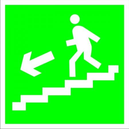 Направление к эвакуационному выходу по лестнице вниз влево, табличка