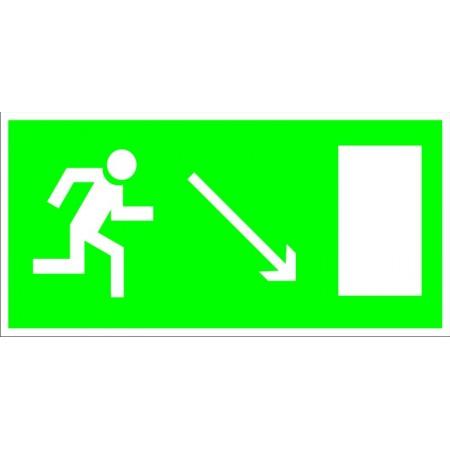 Направление к эвакуационному выходу направо вниз, табличка