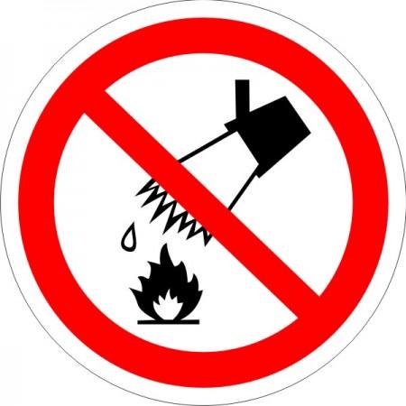 Запрещается тушить водой, табличка